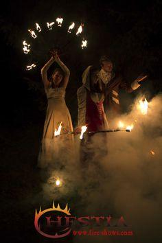 renaissance fire show, fire dance, fire hula hoop, fire fans, fire poi ,fire juggler, feuertanz