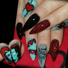 Give a nod to the Halloween festival by upgrading your nail art and hairstyle. Explore creepy DIY patterns and fun Halloween nail art ideas here that can help you look Halloweenready. Diy Nail Designs, Halloween Nail Designs, Halloween Nail Art, Scary Halloween, Halloween Ideas, Skull Nail Designs, Skull Nail Art, Classy Halloween, Bling Nails