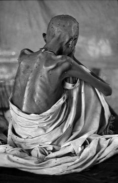 Famine, by Carol Guzy