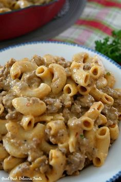 Homemade Cheeseburger Macaroni is full of delicious flavor, is easy to make and loaded with ground beef, cheese and pasta. Beef Recipes For Dinner, Ground Beef Recipes, Cooking Recipes, Hamburger Recipes, Hamburger Macaroni, Macaroni Recipes, Easy Casserole Recipes, Ground Beef Casserole, Casseroles With Ground Beef