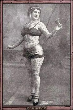 vintage everyday: 39 Gorgeous Vintage Portrait Photos of Tattooed Ladies From the Late and Early Centuries Retro Tattoos, Old Tattoos, Vintage Tattoos, Tatoos, Old Circus, Vintage Circus, Picture Tattoos, Tattoo Photos, Historical Tattoos
