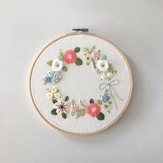 "186 Likes, 14 Comments - Merryday365_embroidery (@merryday365) on Instagram: ""꽃리스 좋아해요 만드는것도, 수놓는것도 :) . 창작도안입니다.불펌하지 말아주세요 _…"""