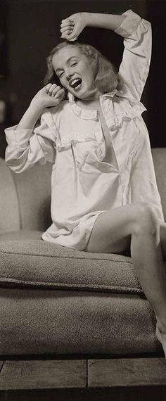Marilyn Monroe – Norma Jeane – wearing a white nightshirt and carrying a candle …. Hollywood Actresses, Old Hollywood, Actors & Actresses, Divas, Pin Up, Earl Moran, Marilyn Monroe Photos, Norma Jeane, Nickolas Muray