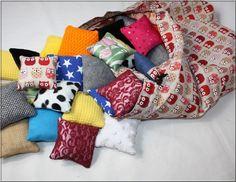 Coussins sensoriels Montessori Throw Pillows, Boutique, Etsy, Learning Colors, Montessori Color, Balls, Color Schemes, Sleep, Cushions