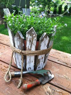 Awesome diy garden decorations ideas 00018 is part of Diy garden decor - Awesome diy garden decorations ideas 00018 Garden Yard Ideas, Diy Garden Decor, Garden Crafts, Garden Projects, Garden Pots, Garden Decorations, Garden Pallet, Pallet Fence, Backyard Ideas