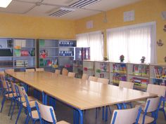 Biblioteca escolar del CEIP Maestro Joaquin Herrera Alvarez, Nerja Nerja, School Ideas, Conference Room, Furniture, Home Decor, School Libraries, Yard Games, Spaces, Decorations