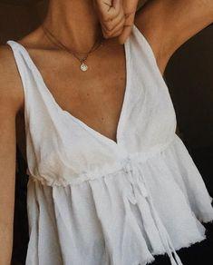 minimalist women's tank top in linen, simple women's summer fashion, . Mode Outfits, Fashion Outfits, Womens Fashion, Fashion Fashion, Fashion Tips, Outfit Elegantes, Summer Outfits, Casual Outfits, Looks Vintage