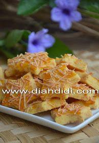 Diah Didi's Kitchen: Kastengel Ekonomis Deli Food, Food N, Food And Drink, Biscuit Cookies, No Bake Cookies, Cookie Cakes, Diah Didi Kitchen, Princess Cookies, Indonesian Food
