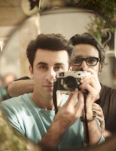 Ranbir Kapoor clicks a 'selfie' in his unique style! Bollywood Posters, Bollywood Actors, Bollywood Celebrities, Ranbir Kapoor, Kareena Kapoor Khan, Rishi Kapoor, Celebrity Photographers, Selfie Time, Profile Photo