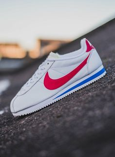 Nike Cortez these shoes and I go waaay back 🖤🖤 80s Fashion Men, Look Fashion, Fashion Shoes, Sneakers N Stuff, Sneakers Nike, Shoe Wall, Next Shoes, Classic Cortez, Sneaker Brands