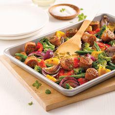 Saucisses et légumes au pesto sur la plaque One Pot Dishes, One Pot Meals, Beef Recipes, Cooking Recipes, Healthy Recipes, Yummy Recipes, Hamburger Hotdogs, Confort Food, Pesto