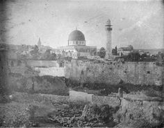 The Earliest Photo of Jerusalem. The Earliest Photo of Jerusalem. Submit an image of the city of Jerusalem.oldest known photo from 1844 Arabic Antique page on FB. 6 Photos, Old Pictures, Retro Pictures, Rare Photos, Vintage Photos, First Photograph Ever Taken, Voyage Israel, Terre Promise, Dome Of The Rock