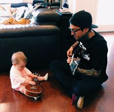 Tony Perry - Pierce The Veil Tony Perry, Pierce The Veil, Emo Bands, Music Bands, Music Is Life, My Music, Jaime Preciado, Love Band, Falling In Reverse