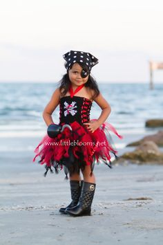 Pirate Costume Pirate Cruise Tutu Pirate Birthday Dress by LittleBloomsSpokane Costume Halloween, Halloween Costumes For Girls, Costumes For Teens, Girl Costumes, Easy Halloween, Costume Zombie, Toga Costume, Pirate Tutu, Costume D'halloween Fille