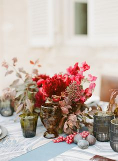 La Tavola Fine Linen Rental: Tuscany Wegwood with New Age Granite Table Runners and Tuscany Eggshell Napkins | Photography: Sylvie Gil Photography, Event Planning & Design: Alison Events, Floral Design: Holly Flora