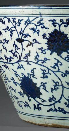 Jarre couverte d cor de dragons et de nuages r gne de for Vasque ancienne en porcelaine