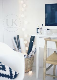 Uusi Kuu Office Workspace, Home Office, Office Spaces, Flower Art Images, Happy Lights, Home Board, Space Crafts, Flower Wallpaper, Sweet Home