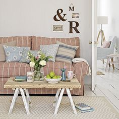 Laid-back living room seating | Small living room design ideas | Living room | PHOTO GALLERY | Country Homes and Interiors | Housetohome.co.uk