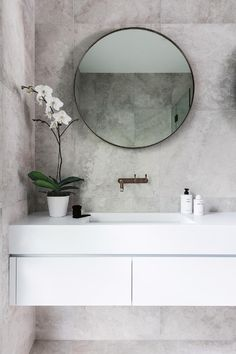 Statement tap, round mirror and totally copyable styling. I could do that!