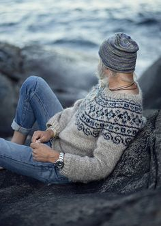 """""""Steinkriger"""" means strong warrior (stone warrior) in Norwegian. KNITTING PATTERN- PDF for a warm Nordic sweater. Knitted with beautiful and durable icelandic wool, this warm seamless sweater with a """"naive"""" ethnic pattern is inspired by designs from old Norwegian clothing. Written"""
