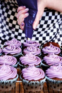This is me, frosting cupcakes (with matching nail varnish! Lavender Cupcakes, Purple Cupcakes, Wedding Cakes With Cupcakes, Recipe For Bubble And Squeak, Sweet Sixteen Cakes, Tea Party Birthday, Birthday Ideas, Beautiful Cupcakes, Cupcake Frosting