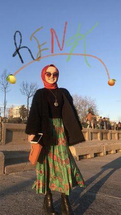 Ootd Hijab, Hijab Chic, Hijab Outfit, Modern Hijab Fashion, Muslim Fashion, Blouse And Skirt, Pleated Skirt, Tomboy Outfits, Fashion Outfits