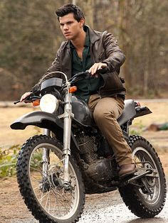 The Twilight Saga: Breaking Dawn - Part 1, Taylor Lautner
