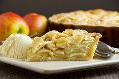 3 lekkere appeltaart recepten met snel en makkelijk te maken deeg: stap voor stap geïllustreerd op grootmoeders wijze, of met hazelnoten of amandelpoeder, of volledig afgedekt.