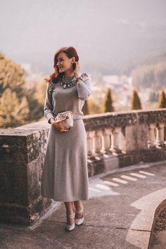 www.andreeabalaban.ro Street Chic, Street Style, Grey Outfit, Midi Skirts, Agatha Christie, Classy Women, Dress Skirt, Photo Ideas, Celebrity Style