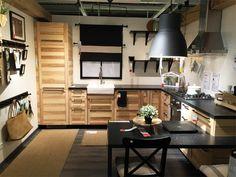 Ikea catalogus 2017c Types Of Kitchen Cabinets, Farmhouse Kitchen Cabinets, Kitchen Cabinet Design, White Cabinets, Pine Kitchen, Red Kitchen, Rustic Kitchen, Kitchen And Bath, Cocinas Kitchen