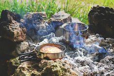 Weekend Camping Trip, Camping Menu, Camping Survival, Camping Hacks, Camping Supplies, Camping Ideas, Outdoor Camping, Camping Kitchen, Emergency Preparedness