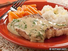 Our to-die-for homemade creamy basil sauce drizzled over easy-to-prepare, moist and juicy pork chops makes for a memorable meal. Who would think something as fancy as our Creamy Basil Pork Chops was such a cinch? Pork Chop Recipes, Meat Recipes, Low Carb Recipes, Dinner Recipes, Cooking Recipes, Side Recipes, Sausage Recipes, What's Cooking, Chicken Recipes