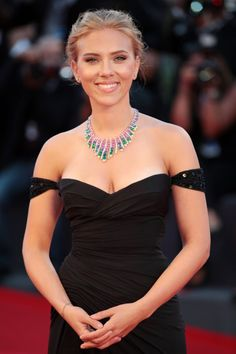 Scarlett Johansson ruled ineligible for Her at Golden Globes despite best actress win in Roma Scarlett Johasson, Black Widow Scarlett, Black Widow Natasha, Scarlett Johansson Dress, Roselyn Sanchez, Holly Willoughby, Sensual, Hollywood Actresses, Beautiful Actresses
