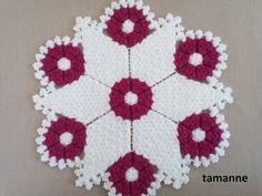 Yuvarlak Çiçek Lif Yapılışı - YouTube Crochet Flower Patterns, Crochet Doilies, Crochet Flowers, Crochet Stitches, Hairstyle Trends, Fibres, Easy Knitting, Stone Painting, Rosettes