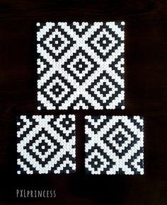 Hama Beads Coasters, Diy Perler Beads, Perler Bead Art, Hama Coaster, Melty Bead Patterns, Hama Beads Patterns, Beading Patterns, Perler Bead Designs, Hamma Beads Ideas