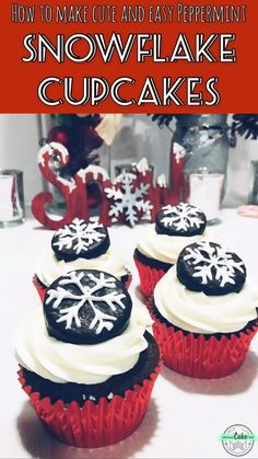 Cute and easy Peppermint Pattie Snowflake Cupcakes! Chocolate cupcakes full of peppermint flavor, topped with a candy melt snowflake York mint! Winter Cupcakes, Christmas Cupcakes Decoration, Holiday Cupcakes, Holiday Desserts, Holiday Baking, Holiday Treats, Christmas Baking, Diy Christmas, Christmas Candy