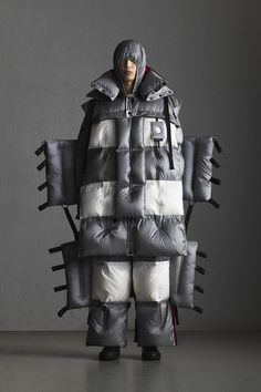 Moncler 5 Craig Green Fall 2019 Ready-to-Wear Fashion Show Collection: See the complete Moncler 5 Craig Green Fall 2019 Ready-to-Wear collection. Look 28 Craig Green, Fashion Design Portfolio, Vogue India, Wearable Technology, Fashion Show Collection, Live Fashion, Moncler, Jumpsuits For Women, Fall Winter