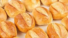 Surprise your loved ones with this rich, easy and effective recipe for homemade bolillo bread. They are soft with a delicious crumb. Donut Recipes, Mexican Food Recipes, Bread Recipes, Snack Recipes, Cooking Recipes, Mexican Sweet Breads, Mexican Bread, Bolivian Food, Breads