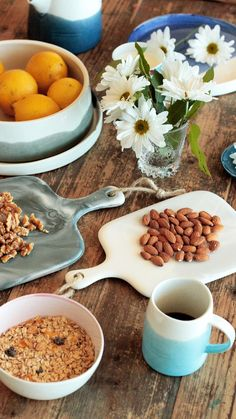 Pottery - crockery -mugs - dishes- salad- coffe -trend Provence Style, Chana Masala, Solid Wood, Pottery, Salad, Dishes, Mugs, Deco, Breakfast