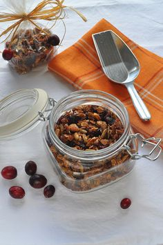 Cranberry Nut Granola | Lemons and Lavender #thanksgiving #weddingfavors #homemadegranola