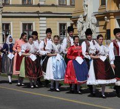 folk costumes with handkerchiefs images - Căutare Google Folk Costume, Costumes, Bridesmaid Dresses, Wedding Dresses, Popular, Handkerchiefs, Traditional, Google, Fashion