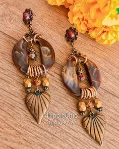 Vem conferir nossa coleção de outono-inverno que está um arraso! 😍🍁🍂 www.hippiechicbijus.com.br #hippiechic #bijuteriasatacado… Beaded Jewelry Designs, Jewelry Art, Silver Jewelry, Handmade Jewelry, Big Earrings, Beaded Earrings, Drop Earrings, Hippie Chic, Leather Bracelet Tutorial