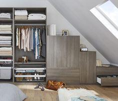 Ce modèle, composé de caissons indépendants, permet d'aménager un dressing beau et fonctionnel même dans une chambre installée sous les toits : chaque centimètre carré est optimisé ! http://www.castorama.fr/store/pages/zoom-sur_rangement_dressing_sous-pente.html Modular Wardrobes, Fitted Wardrobes, Italy House, Bookshelves, Master Suite, Master Bedroom, Inspiration Dressing, Create Your Own Furniture, Bedroom Furniture
