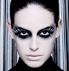 http://www.eyeshadowlipstick.com/wp-content/uploads/2012/09/black-white-makeup-loni-baur-2.jpg
