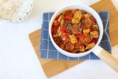 We laten je zien hoe je een simpel stoofpotje met kip en paprika kunt maken. Lekker met bijvoorbeeld rijst, couscous of aardappeltjes. Recept voor 2 personen Tijd: 30 min. Benodigdheden: 250 gr kipfi