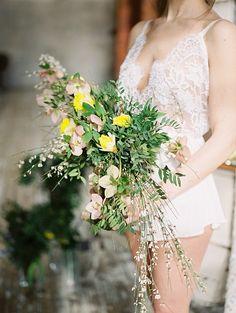 kompoziciya buduar buket_nevesti #утроневесты  #букет#невесты#свадебный#невеста#весна#свадьба#весной#весна#декор#wedding#boucket#bride#decor#flowers#букетневесты#растрепыш#монобукет#лофт#loft#утро#невесты#будуар#сборы
