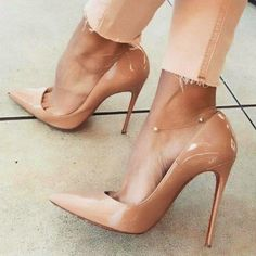 Gloss patent shoes
