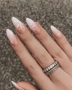 Christmas Gel Nails, Holiday Nails, Christmas Snowflakes, Winter Christmas, Nagellack Design, Almond Nails Designs, Snowflake Nails, Snowflake Nail Design, Fire Nails