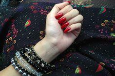 Unha da semana: vermelho! E não é um simples vermelho, é o vermelho perfeito! ♥ Sim, o nome do esmalte da nova coleção da Avon é esse mesmo! Achei lindíssimo! E vocês, gostaram dessa cor? Beijos be…