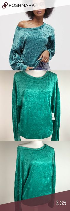 Free people velvet sweatshirt 😍 Free People We the Free Milan crushed velvet sweatshirt NWT size XS-S. It can be worn slightly off one shoulder to spice it up, or you can wear it regular for a more cozy look. Pleas let me know if you have any question... Happy Shopping!!!!!!! 😁 Free People Tops Sweatshirts & Hoodies